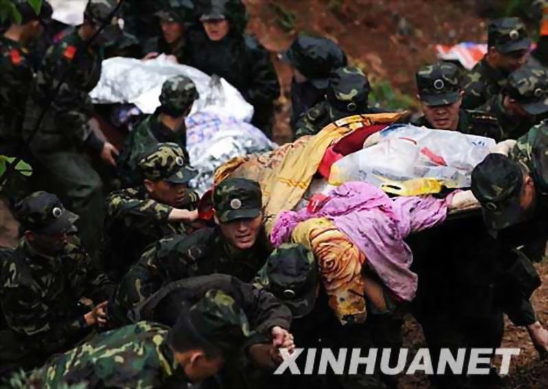 地震中的中国军人—最可爱的人