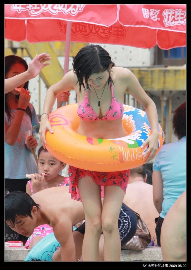 实拍夏日泳池美女 爱历史