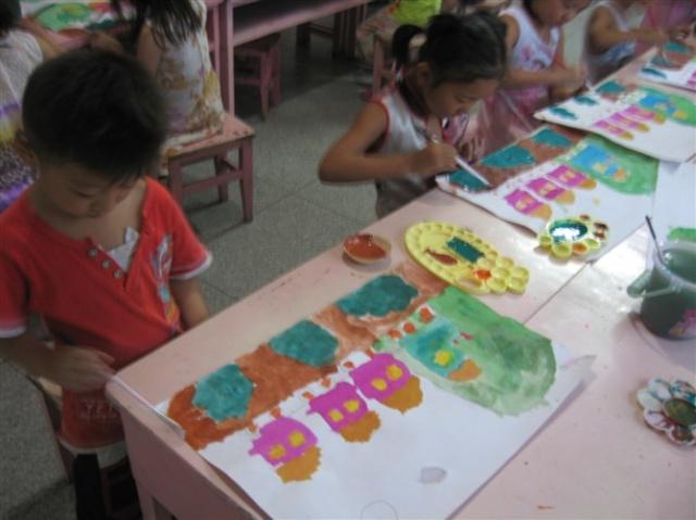 水粉画是将水粉颜料用水调和绘成的画