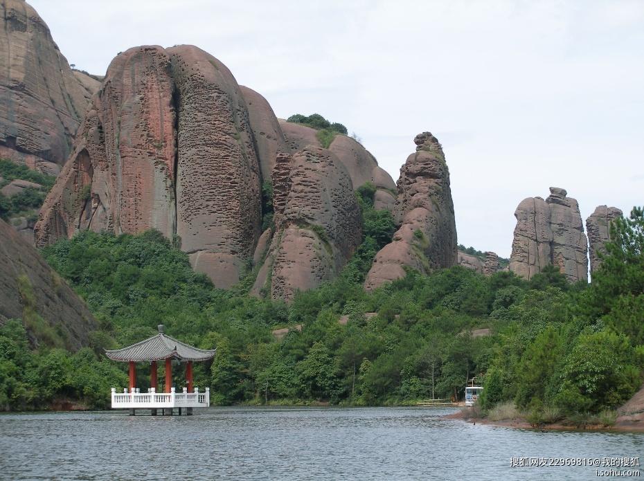 江西——龙虎山风景区,据说一千九百年前,张天师在此炼丹,丹成而龙虎