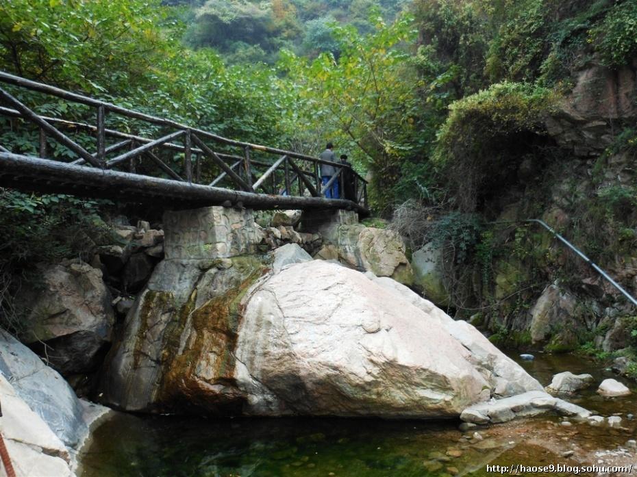 雪花山风景区由前山人文园林景观和后山自然山水景观两部分
