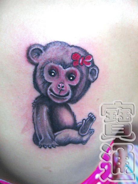 可爱小猴子腿部纹身图