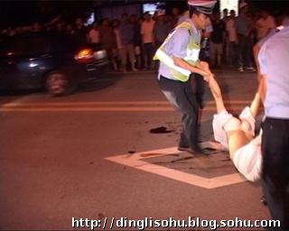 汶川大地震女尸图片
