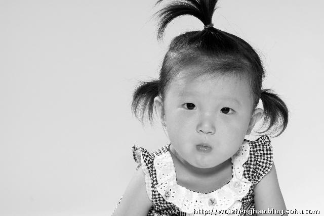 合適黑白照的說說,qq頭像女生背影黑白照,形容黑白照 (640x428)