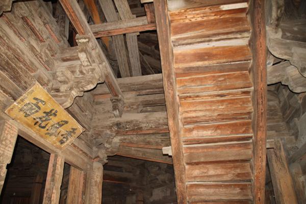 这个建于辽代的全木结构佛塔,经历950年的风风雨雨,如今已是&