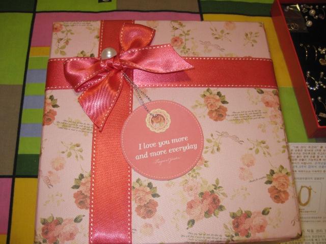 礼物盒子精致可爱