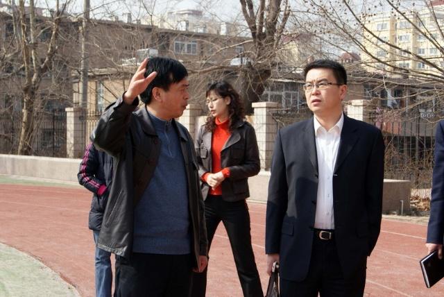 2010-03-18四方教体局司文局长,冯贡青副局长到我校调研