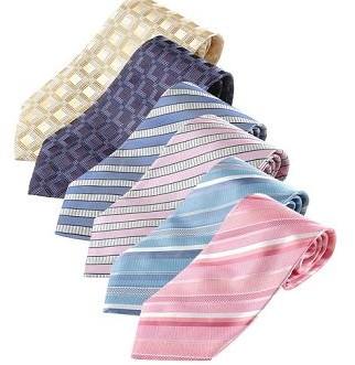 衬衫与领带的补色搭配: 穿暗红色、紫红色西服,可以穿白色或者
