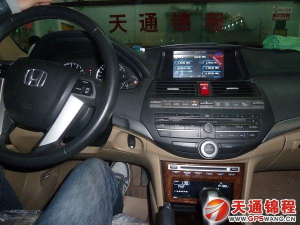 本田八代雅阁在河北天通锦程安装飞歌专车专用gps导航后的收音机界面