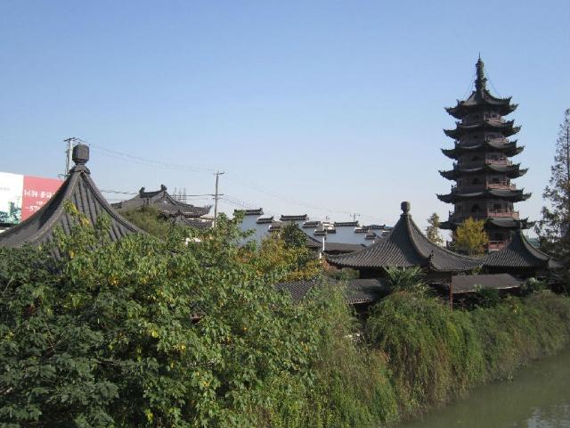 在塔的顶端第七层供奉着释迦牟尼佛