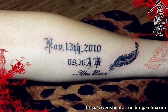 手臂纹身 羽毛刺青 字母纹身 指南针纹身