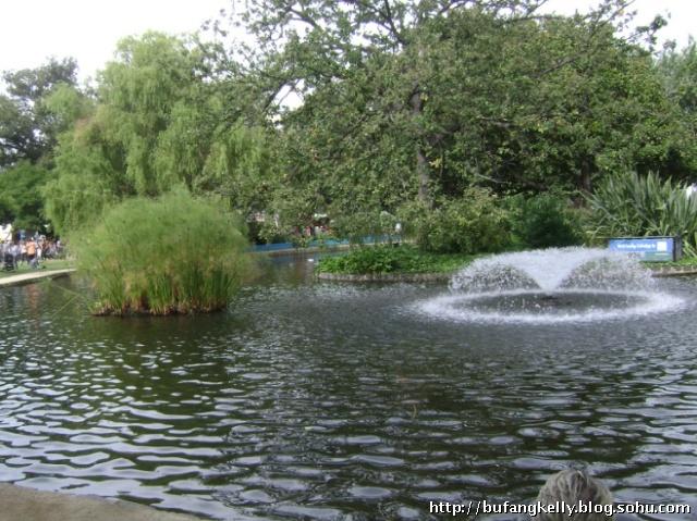 是一个欧式风格的3层喷水池